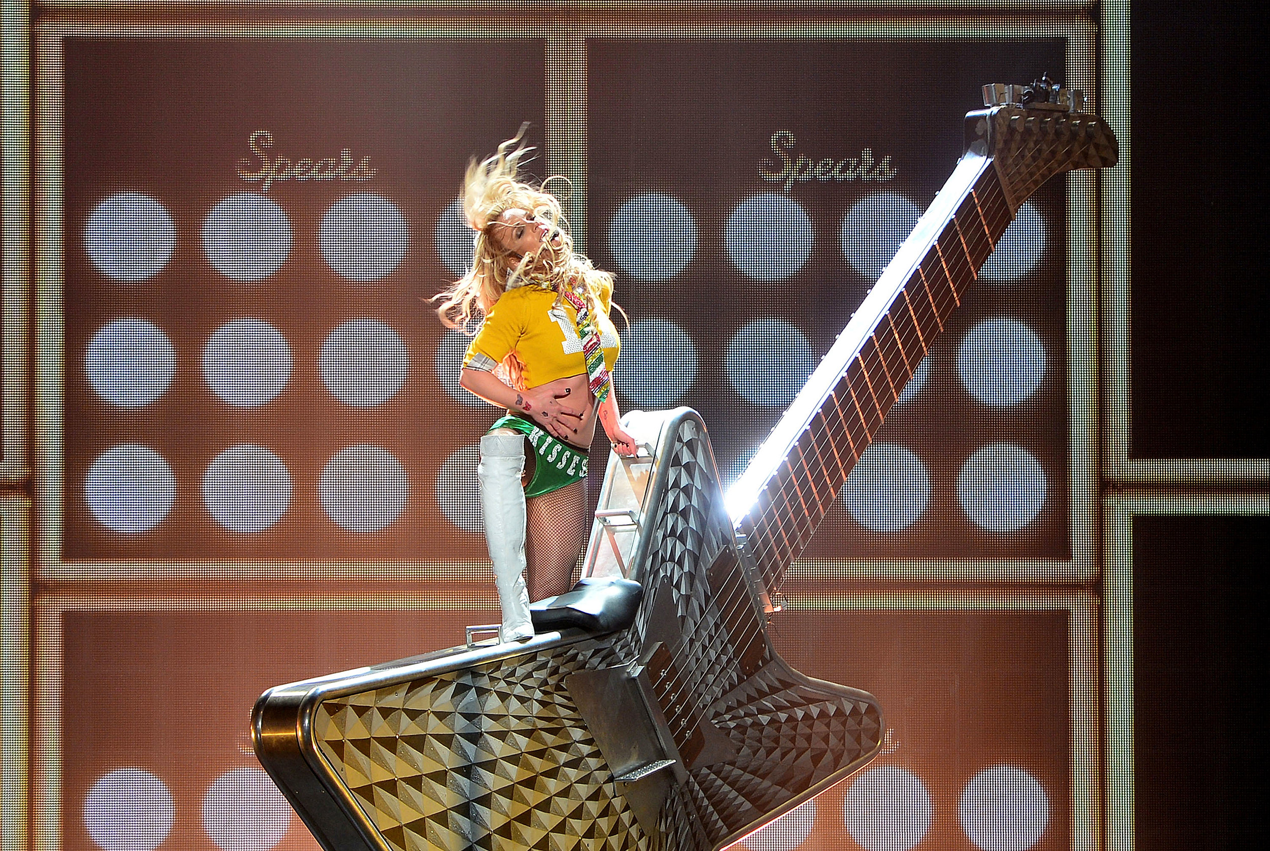 britney-spears-guitar.jpg