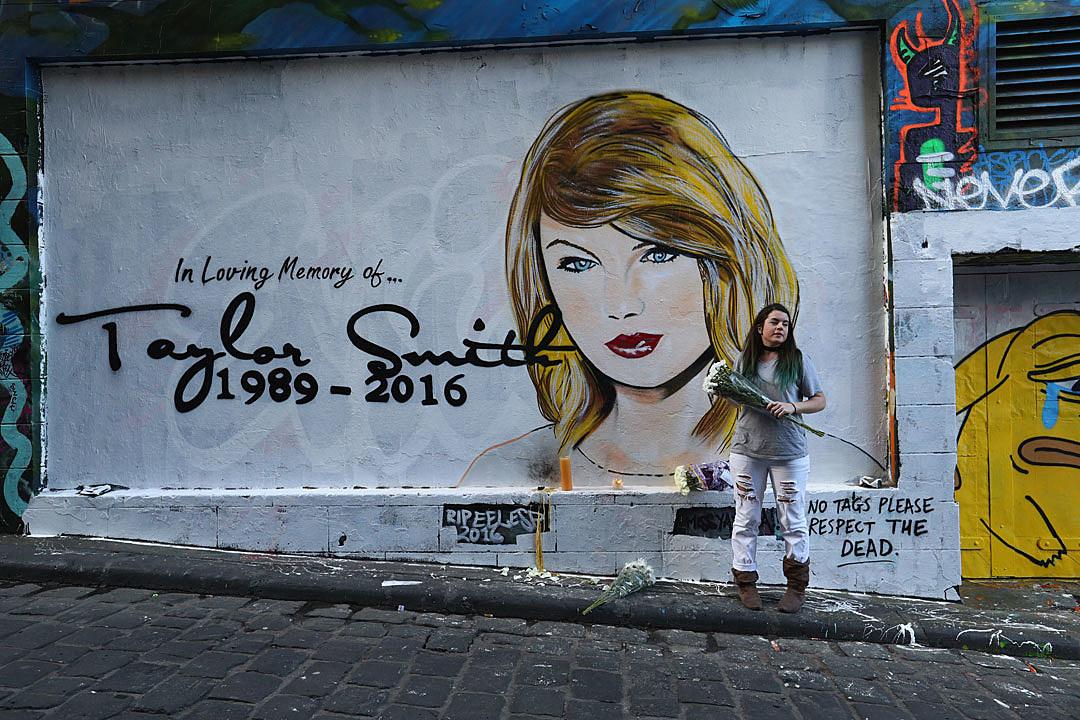 Taylor swift mourned on borderline morbid australian mural for Australian mural