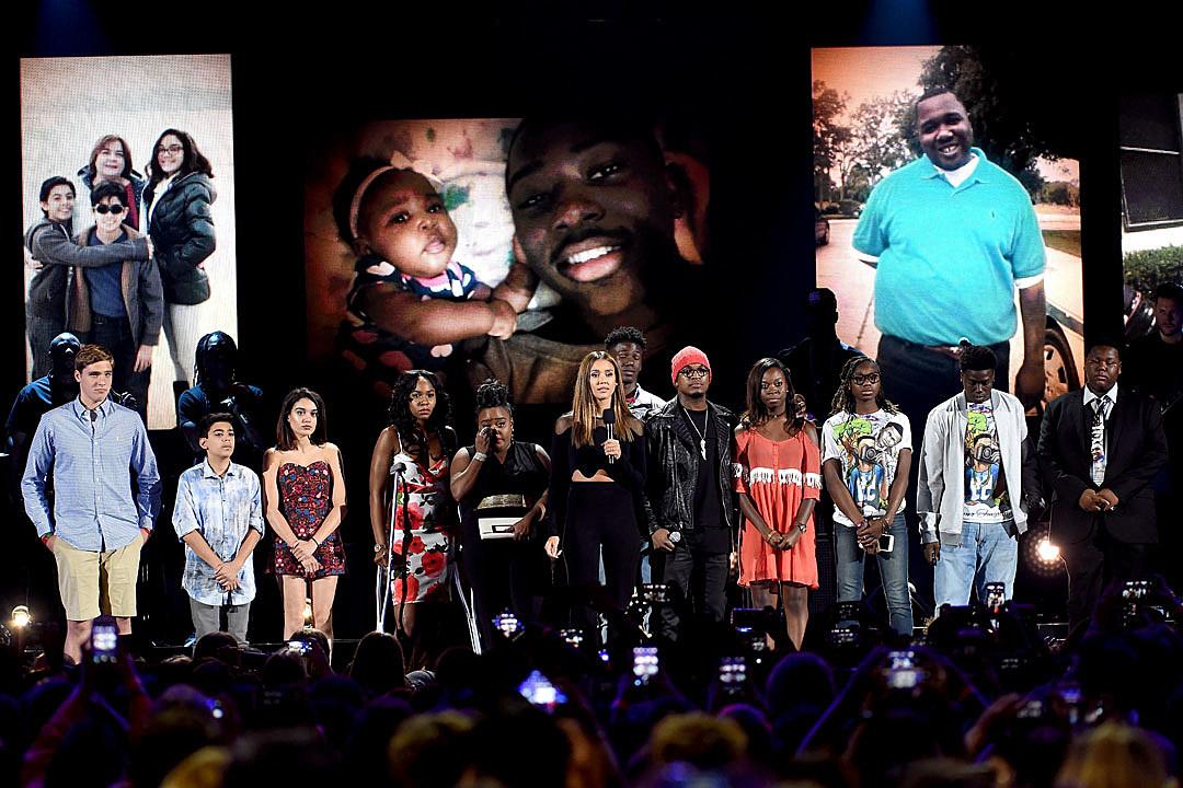 Teen Choice Awards gun violence jessica alba ne-yo