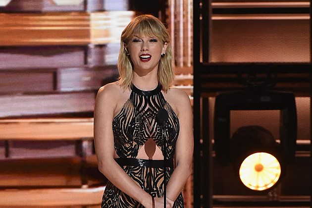 Taylor Swift at the 50th Annual CMA Awards