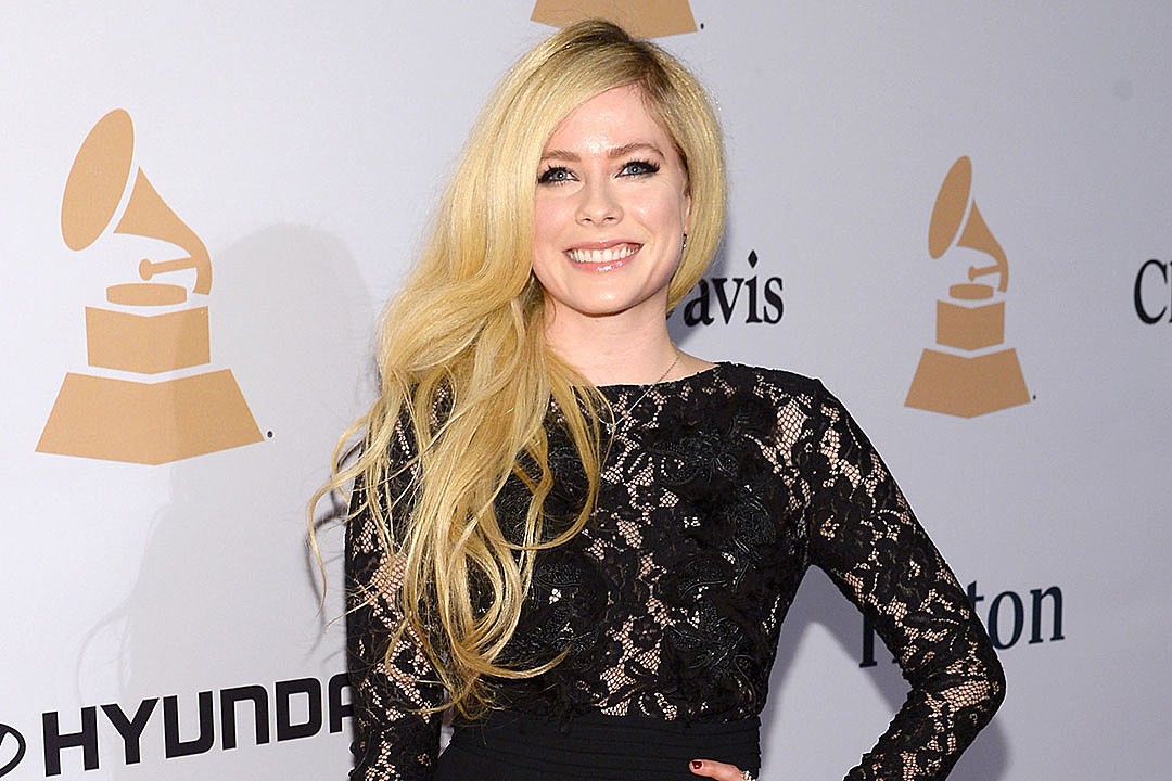 Avril Lavigne Confirms... Avril Lavigne