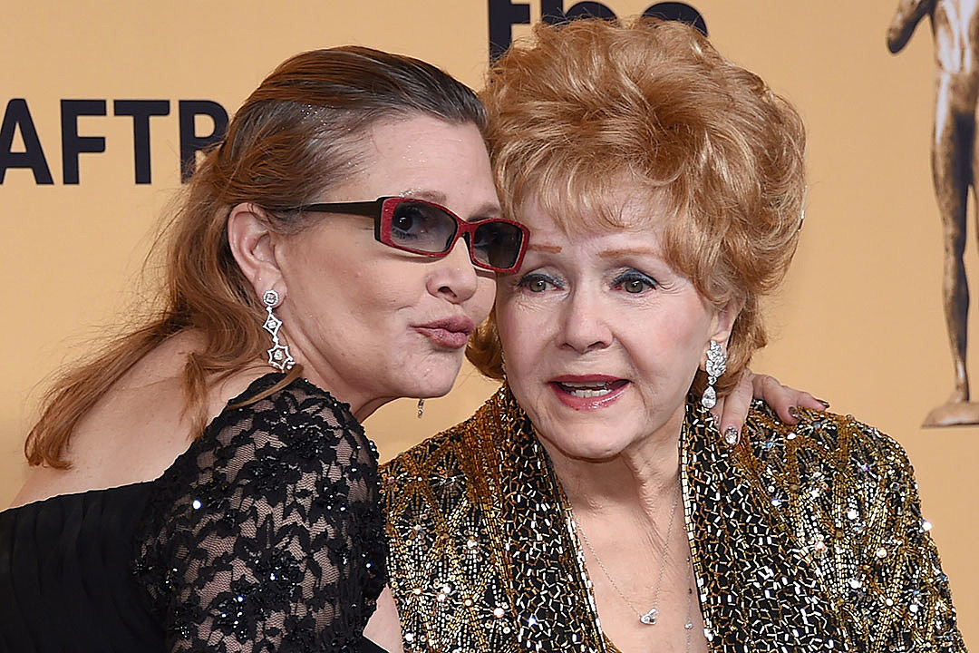 http://popcrush.com/files/2016/12/carrie-fisher-debbie-reynolds.jpg