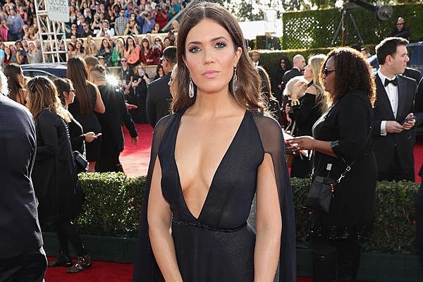 Mandy Moore at the 2017 Golden Globes: Photos