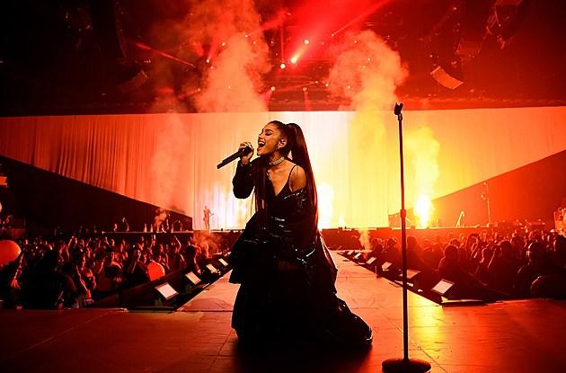 Ariana Grande Dangerous Woman Tour Photos Set List