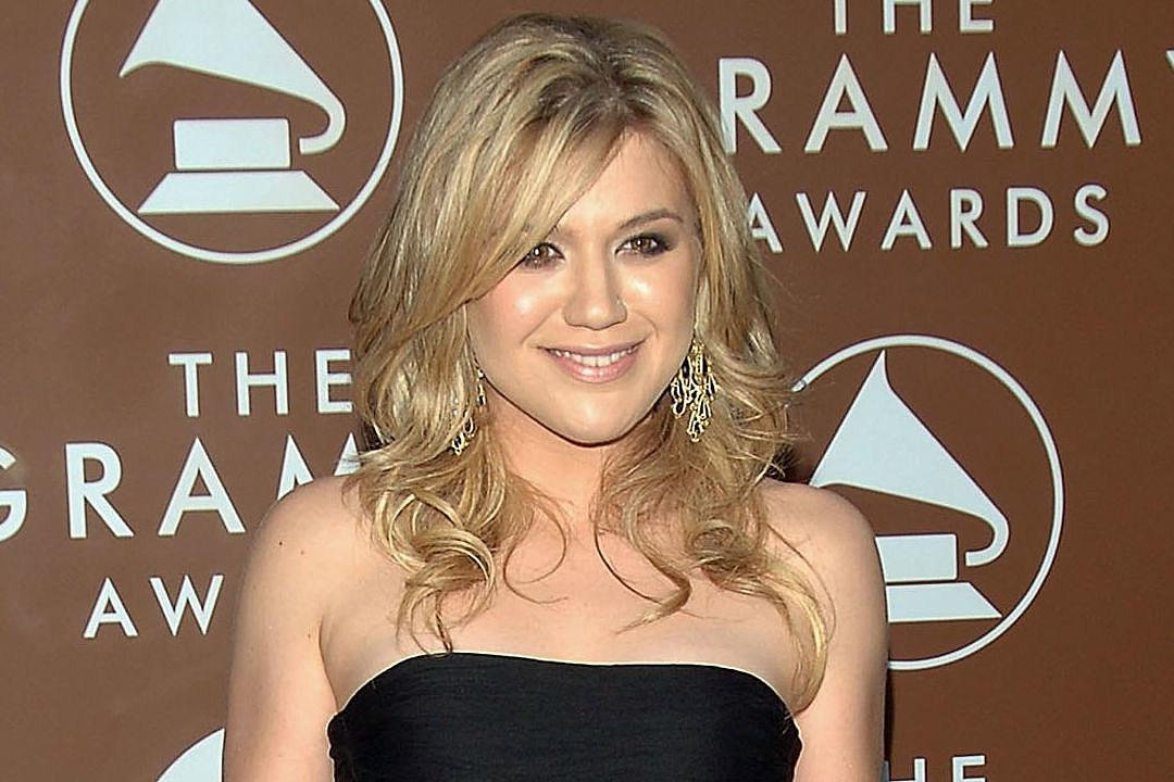 Kelly Clarkson Cancer Grammys
