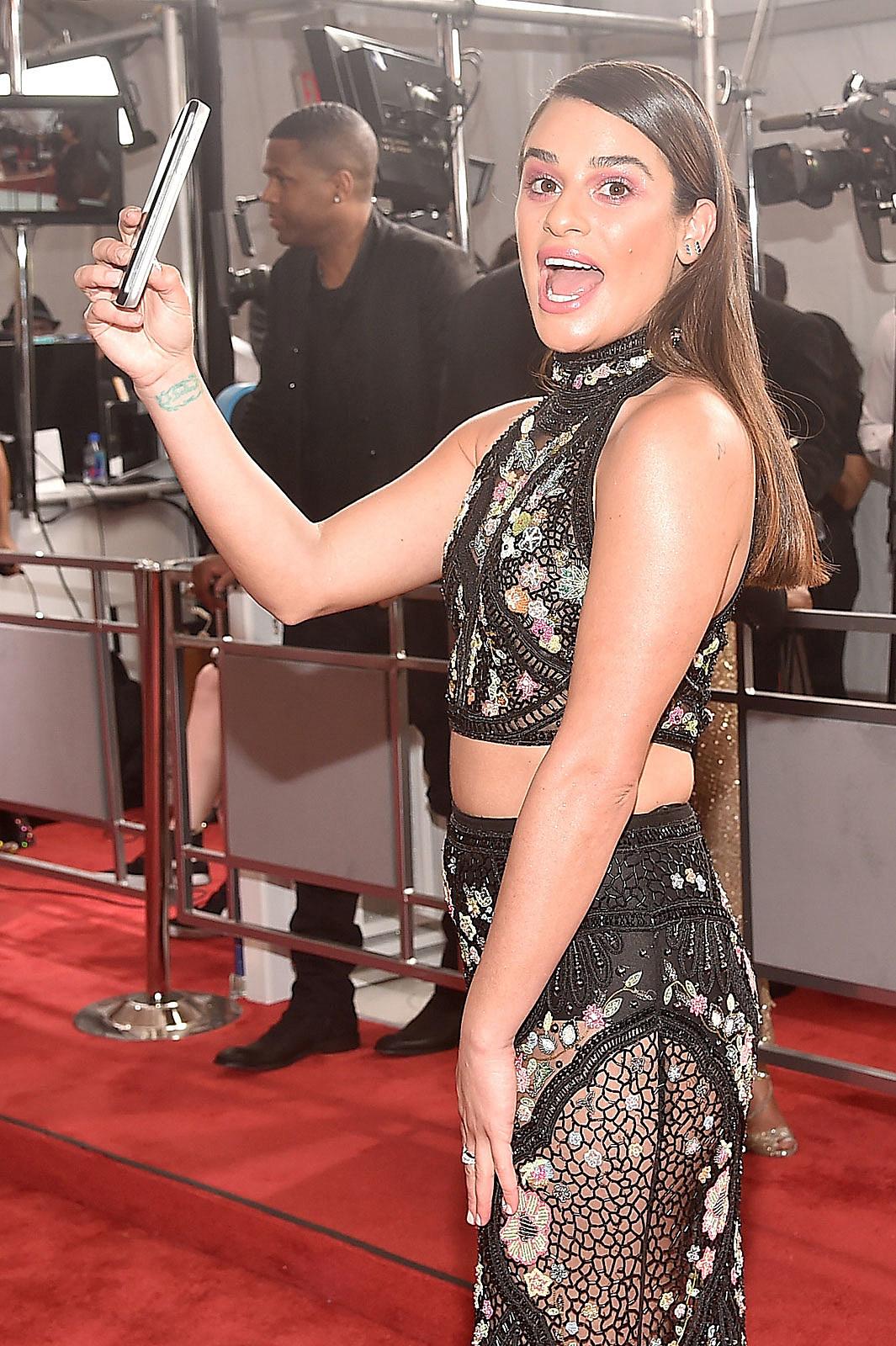 Lea Michele - Grammys 2010 Red Carpet: Photo 2413017 | 2010 Grammy ...