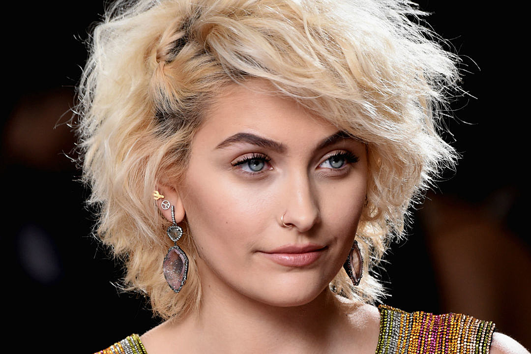 Paris Jackson Model IMG Sign