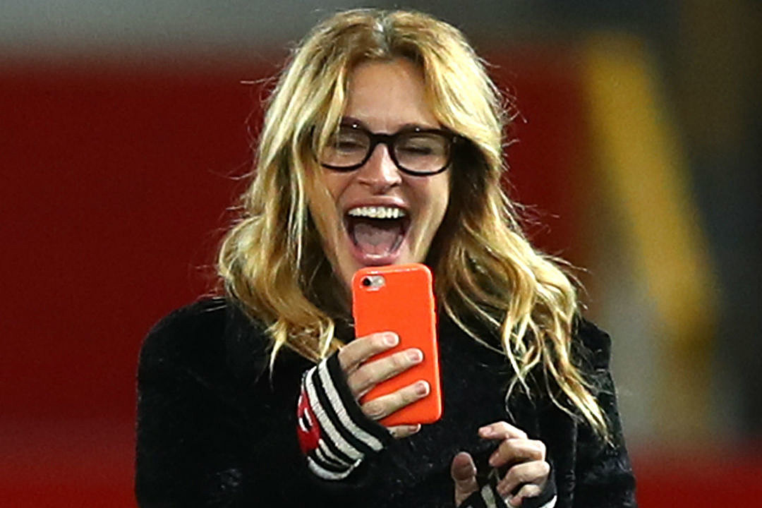 julia roberts signature grin extend record as people�s
