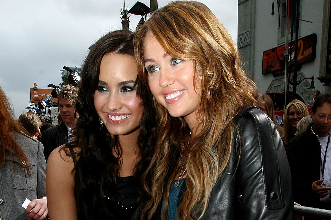 Demi Lovato Proud Miley Cyrus Sober Extends Olive Branch Frenemy Sobriety Gurugames