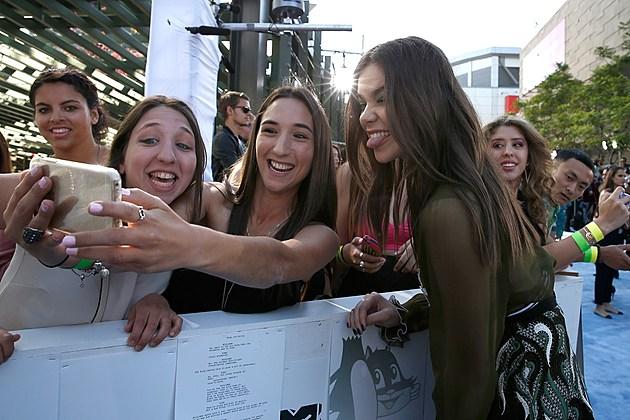 2017 MTV Movie and TV Awards Red Carpet: Photos – GuruGames