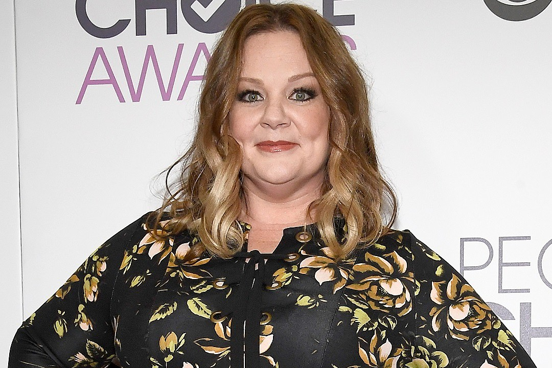 Melissa McCarthy adds spice (and Spicer) as host of 'SNL'