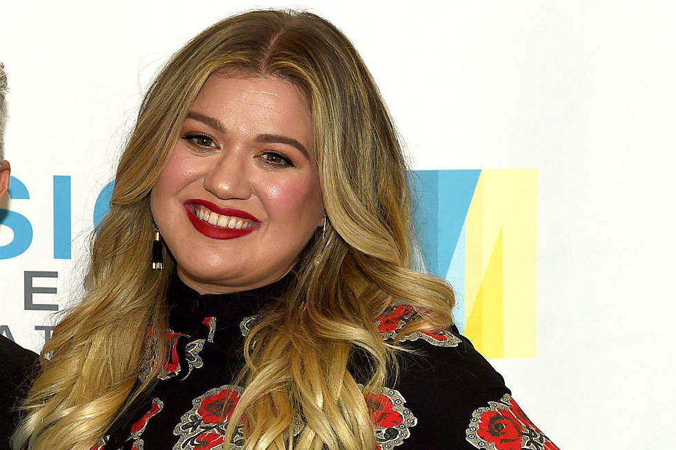 Hark! Kelly Clarkson\'s Writing Your Future Favorite Christmas Story