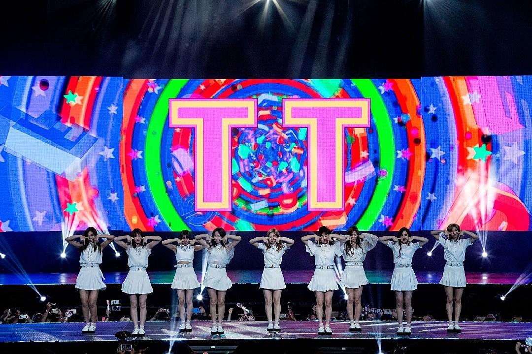 KCON 2017 NY Concert Recap: Twice, Highlight, CNBLUE + More Perform