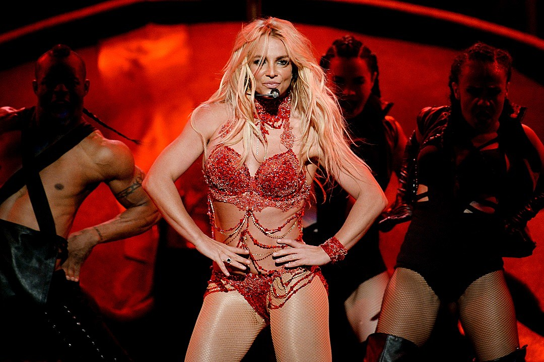 Britney Spears' 100% live vocals are giving us so much life WATCH