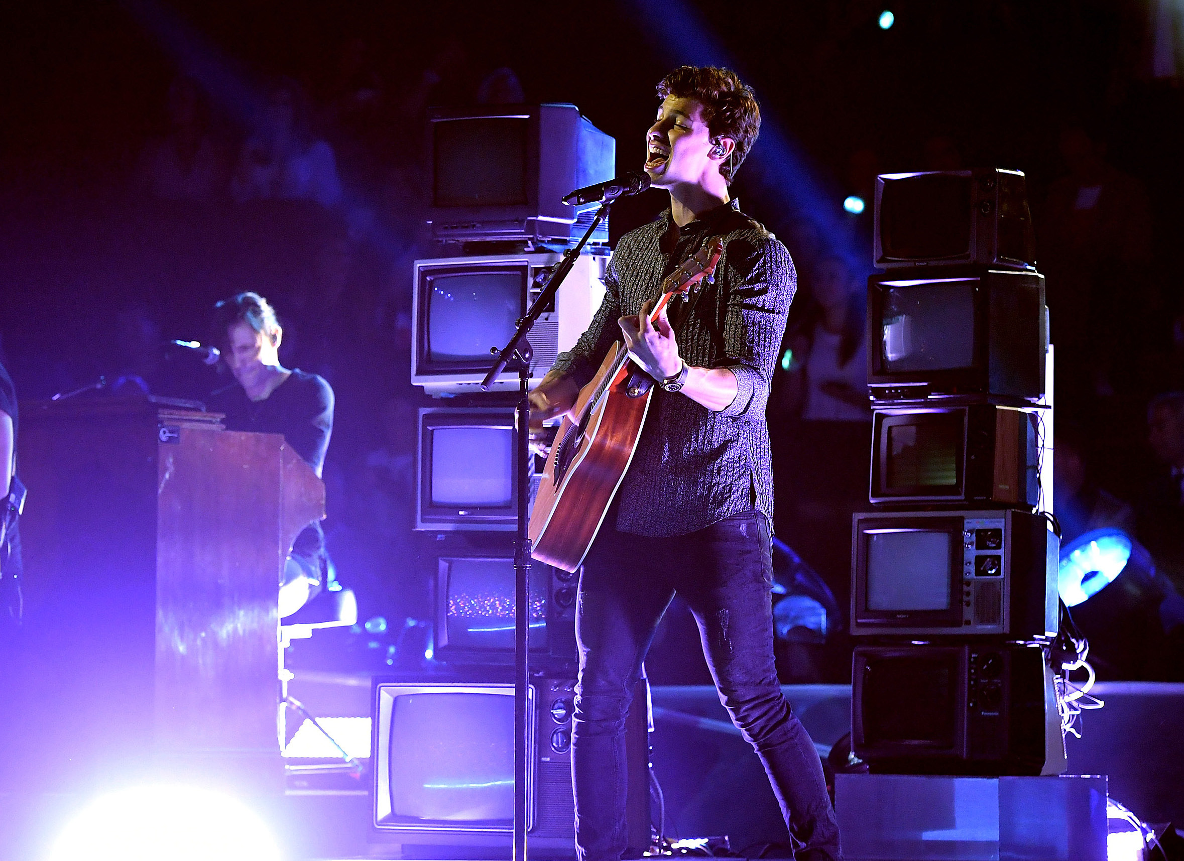 Shawn Mendes 2017 MTV Video Music Awards Performance
