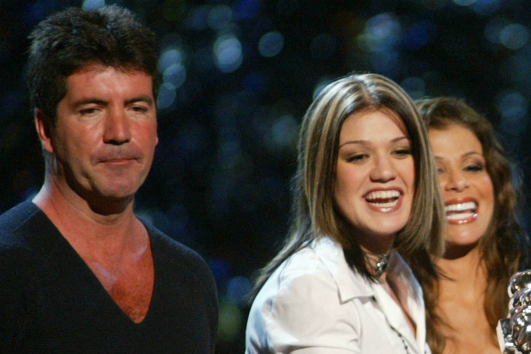 Simon Cowell Gives Kelly Clarkson Standing O on 'AGT' Finale, 15 Years After 'Idol'