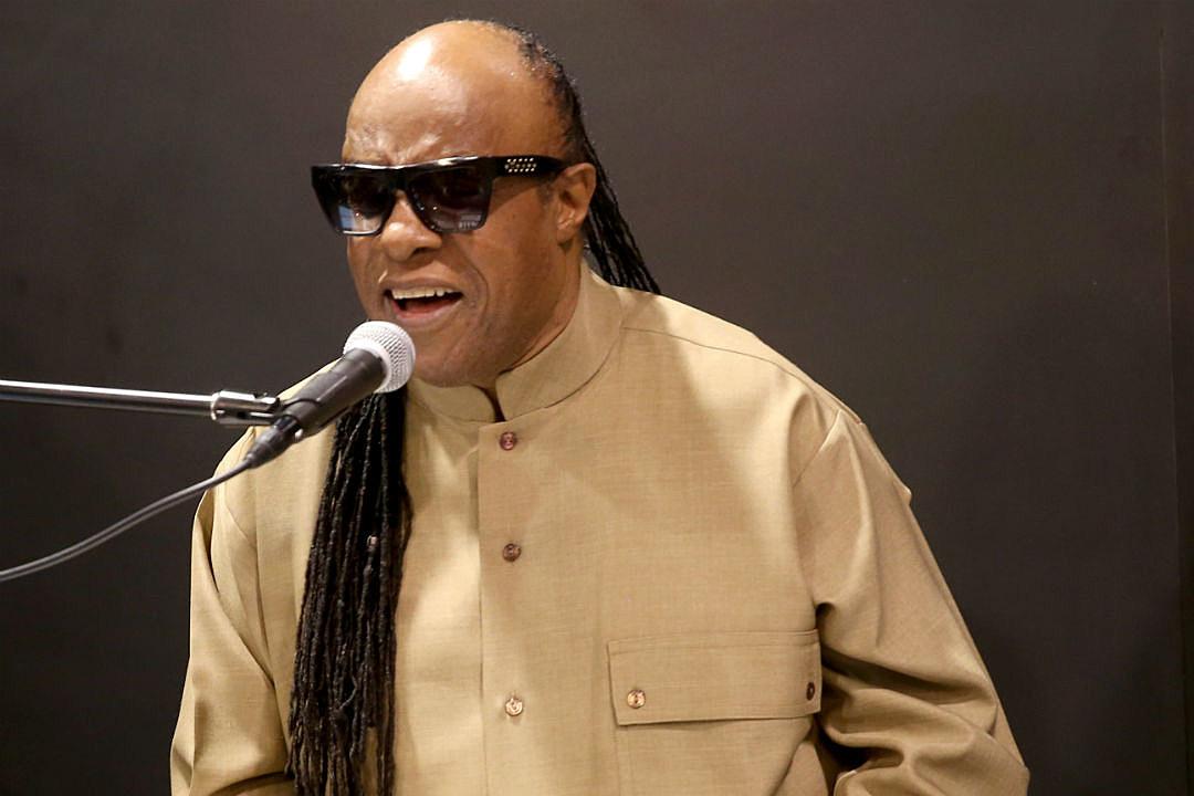 Stevie Wonder Takes a Knee at Global Citizen Festival 'for America'