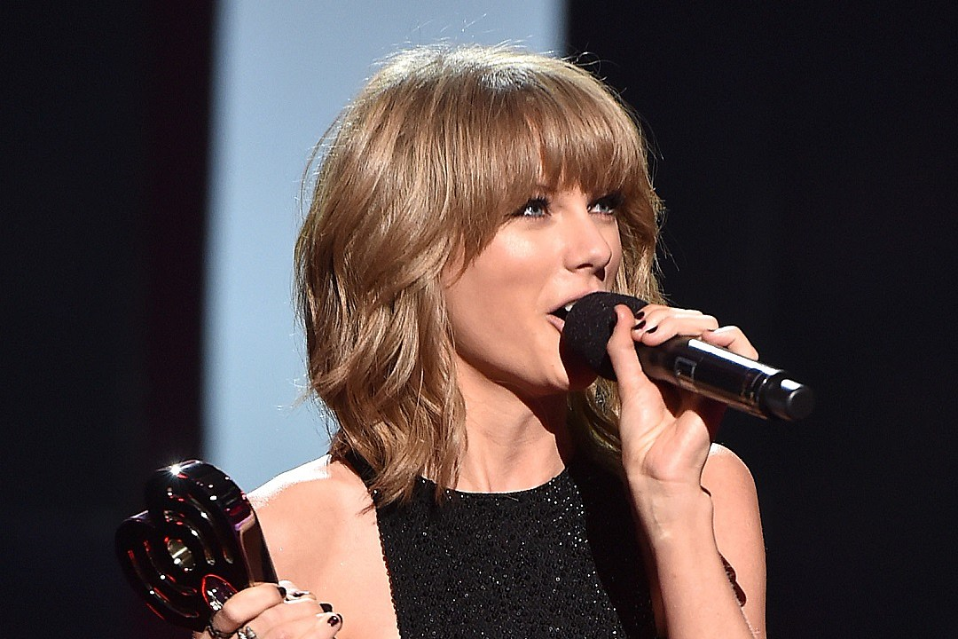 Taylor Swift Delivers Raunchy Speech At Her BFF's Wedding