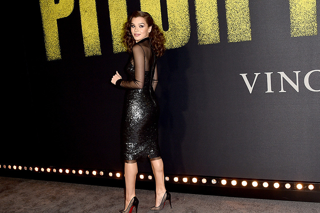 Pop Pics: Hailee Steinfeld + The Bellas at 'Pitch Perfect' Premiere, Fergie Rocks the Mic and More