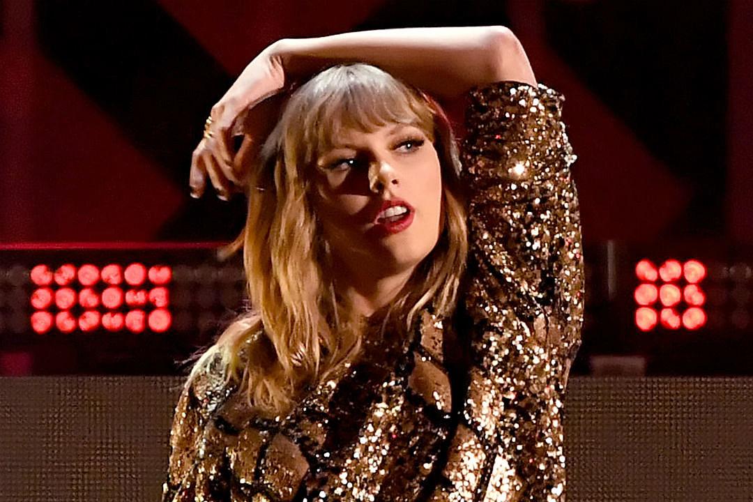 Taylor Swift Joe Alwyn PDA