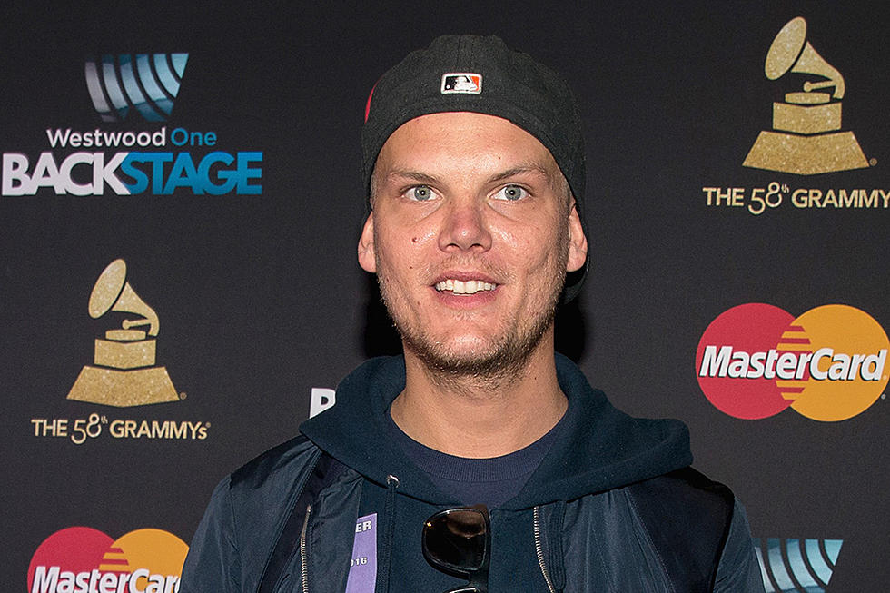 New photo shows avicii hanging out with friends day before death new photo shows avicii hanging out on a yacht with friends one day before death bookmarktalkfo Image collections