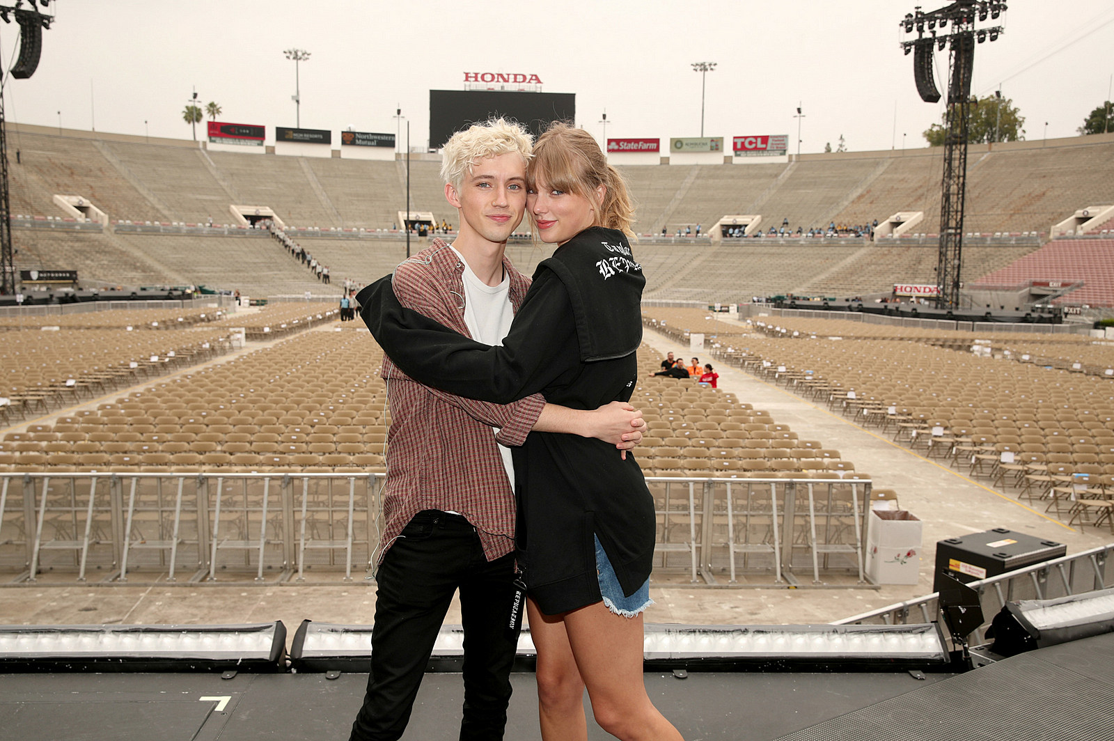 Taylor Swift Is The Third Wheel During Fans Marriage Proposal
