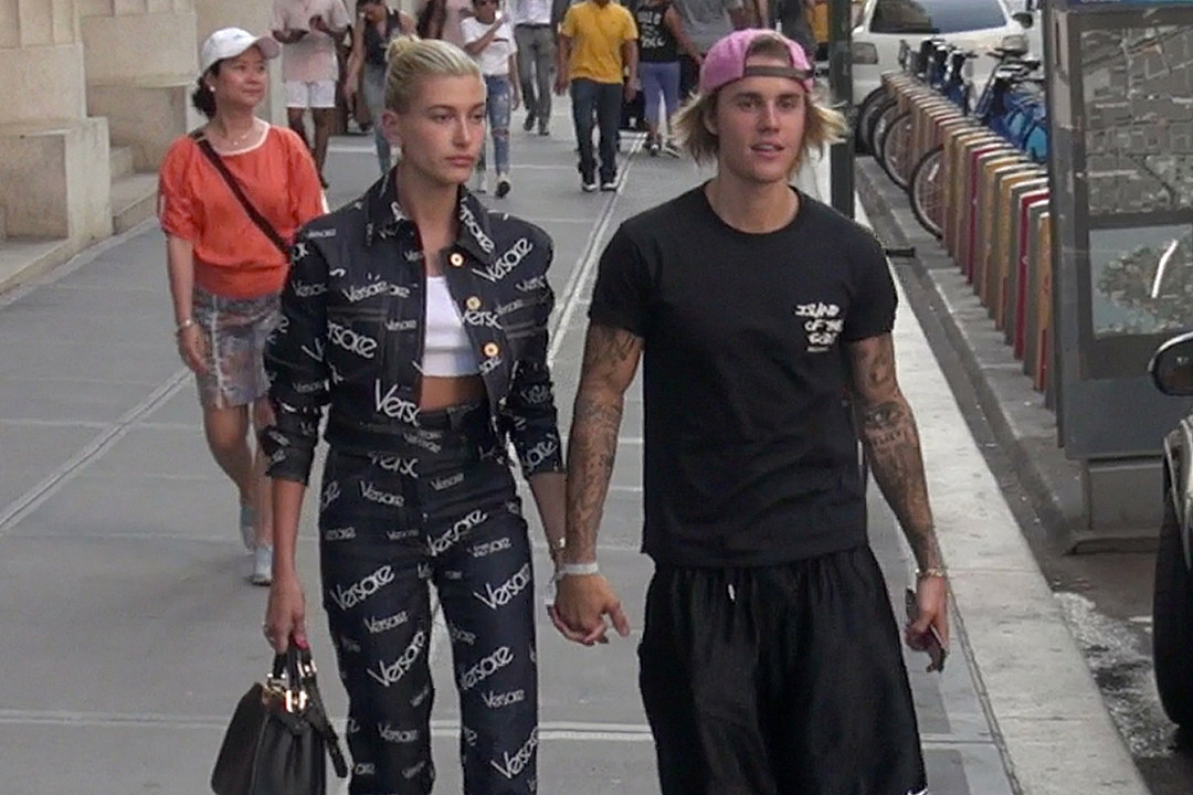 See video of the first time hailey baldwin justin bieber met m4hsunfo