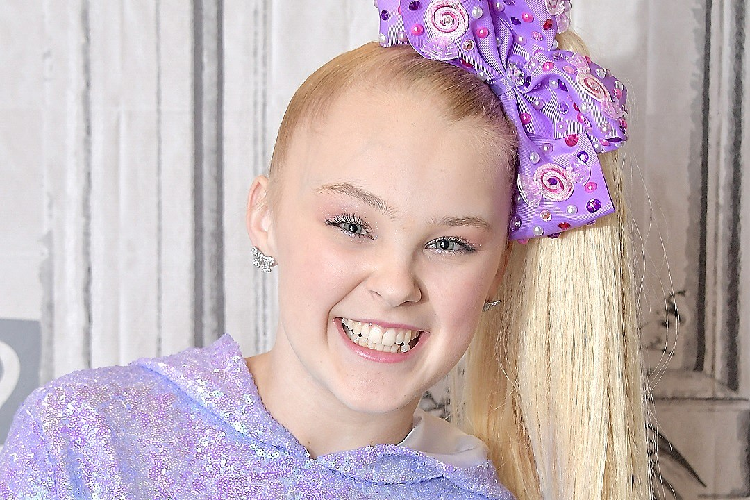 JoJo Siwa Is 16 Years Old and Her Mansion Is Way Bigger Than Your Apartment