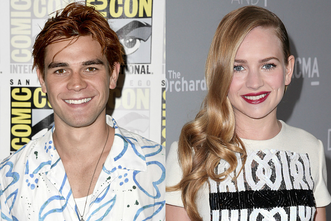KJ Apa and Britt Robertson Were Spotted Kissing and Holding Hands at Comic-Con