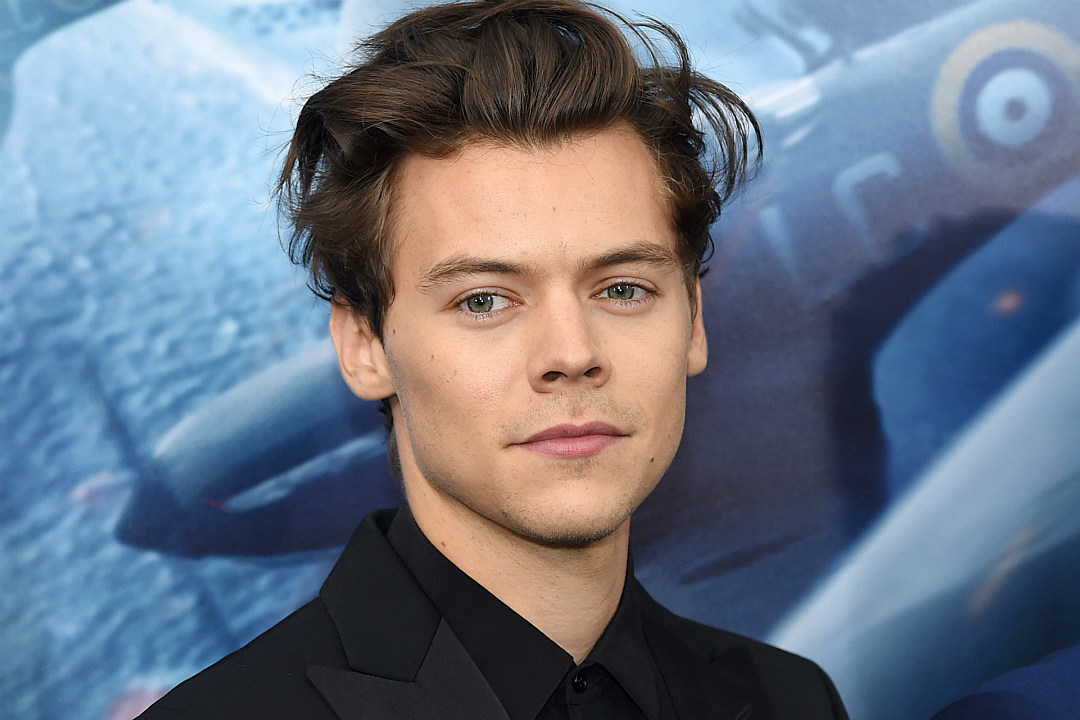 Harry Styles' Shirtless 'Rolling Stone' Cover Sends Fans Into Frenzy