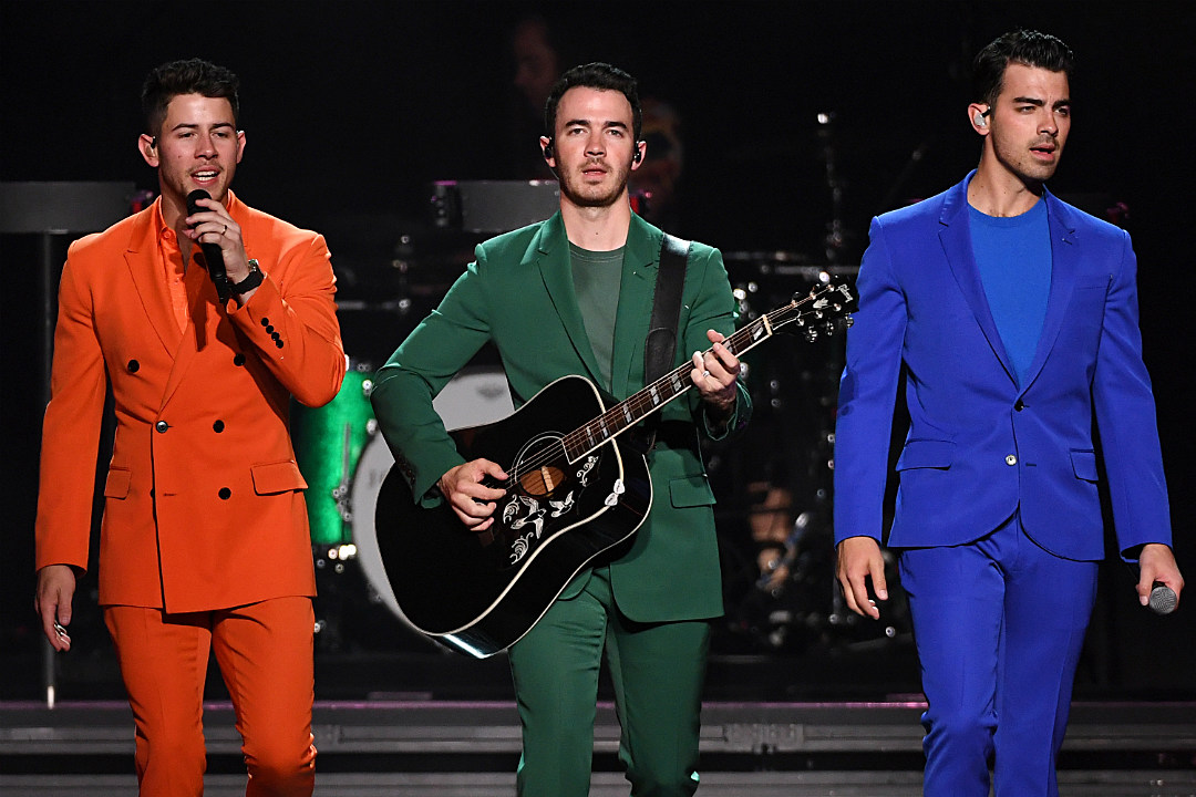 Jonas Brothers' 'Like It's Christmas' Lyrics: Listen to the New Track That Will Get You Into the Holiday Spirit!