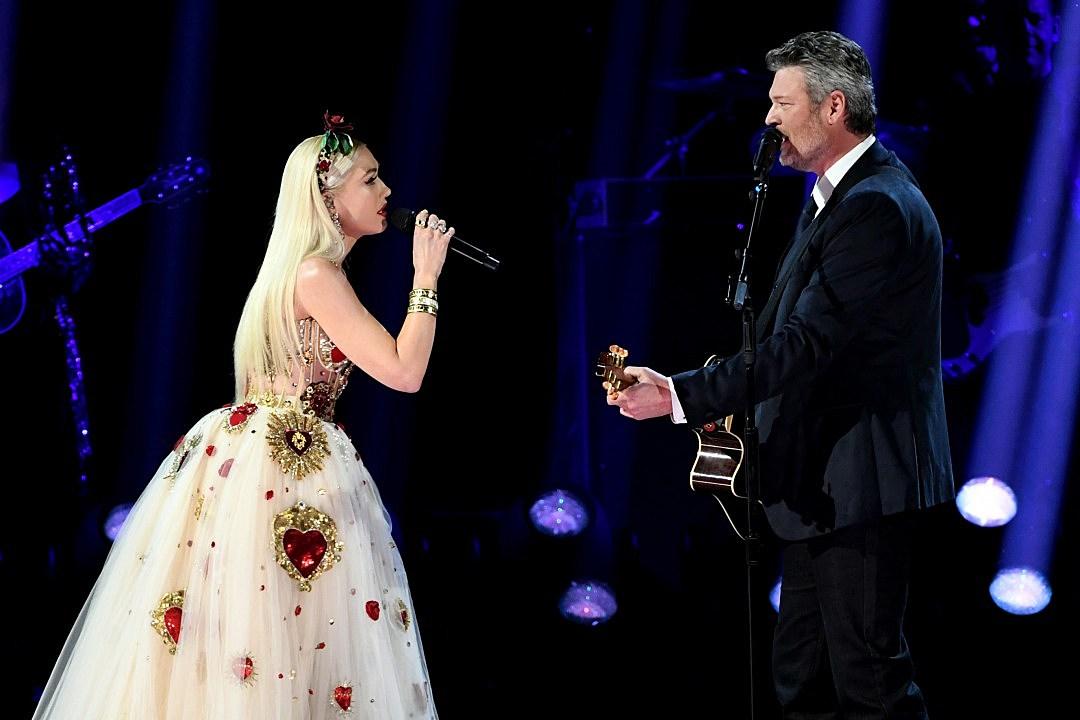 Gwen Stefani Wears Ring on Every Finger Except Engagement Ring Finger During Blake Shelton Grammys Duet