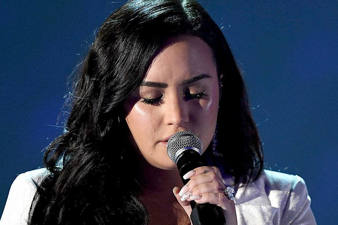 Demi Lovato Cries Through Heartbreaking 'Anyone' Performance at 2020 Grammys