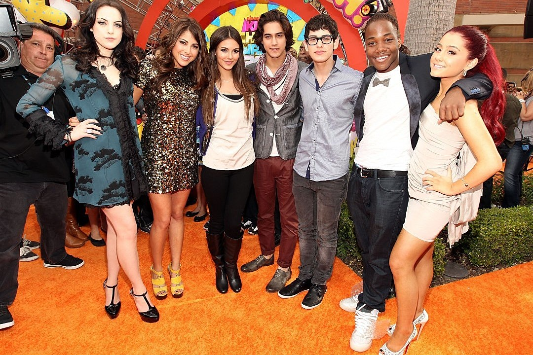 Ariana Grande, Victoria Justice and 'Victorious' Cast Virtually Reunite For Show's Tenth Anniversary: Watch